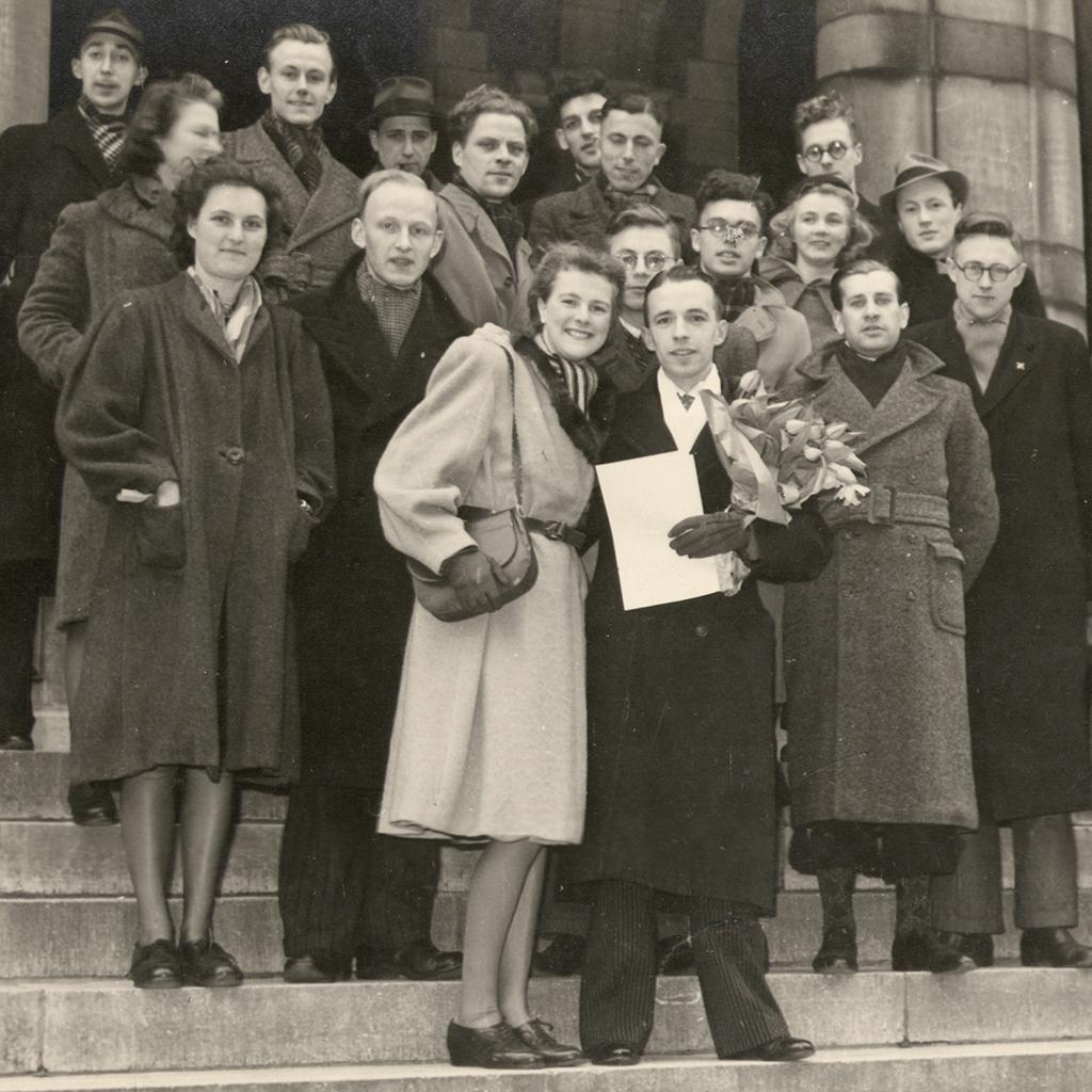 Gezelschap bij afstuderen, 1947-1950.
