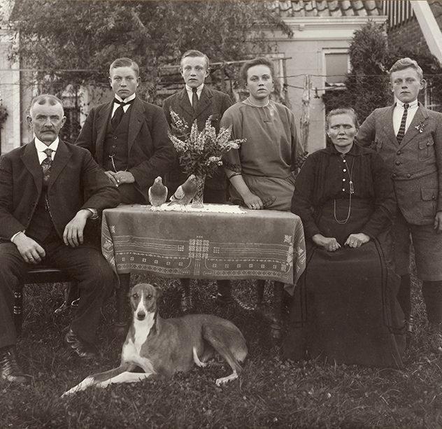 Familie Ottens-Kapma, Haren, 1923. Foto P. Kramer. Groninger Archieven