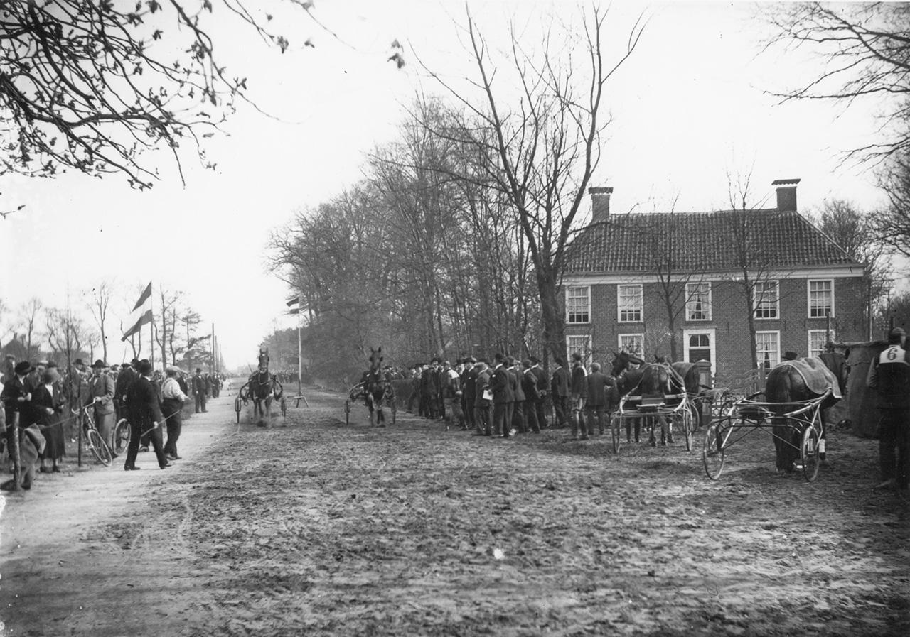 Finish paardendraverijen bij Huize Weltevreden, ca. 1925. Fotograaf onbekend, Groninger Archieven