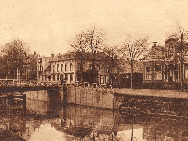 Hoogezandsterbrug gezien in oostelijke richting, 1950. Foto onbekend, gemeente Midden-Groningen
