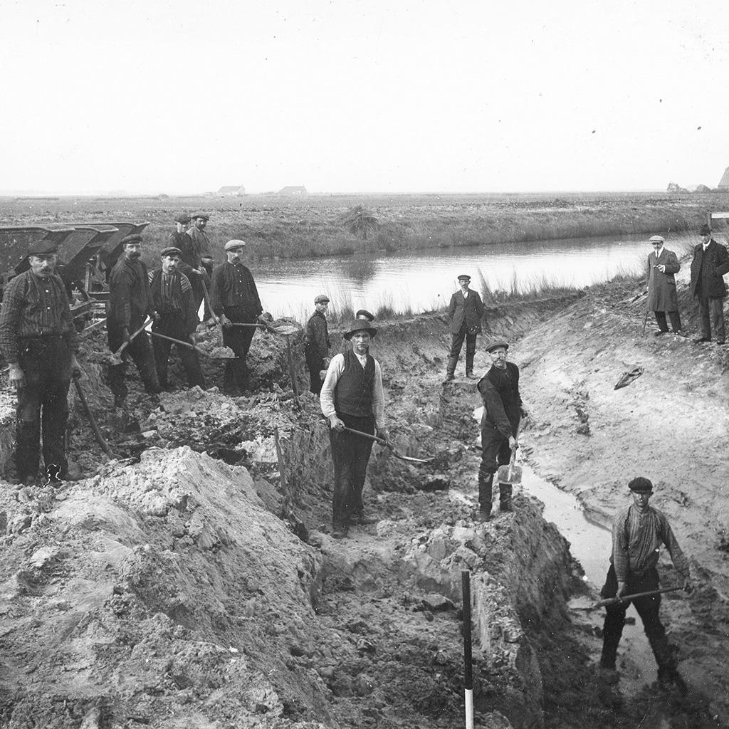 Kanaalgraven met de hand in Westerwolde, Hebrecht omstreeks 1914.