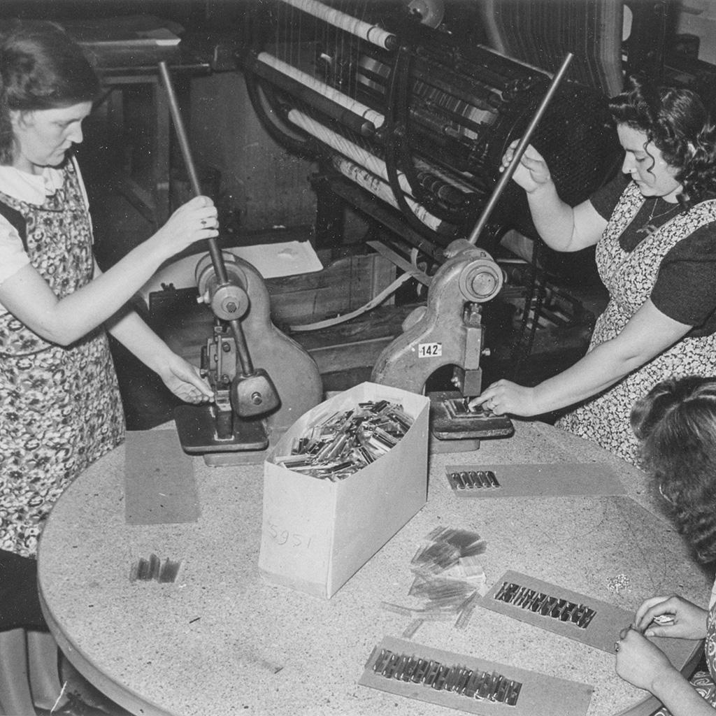 Werknemers van kantoorboekenfabriek Atlanta, Hoogezand, ca. 1950